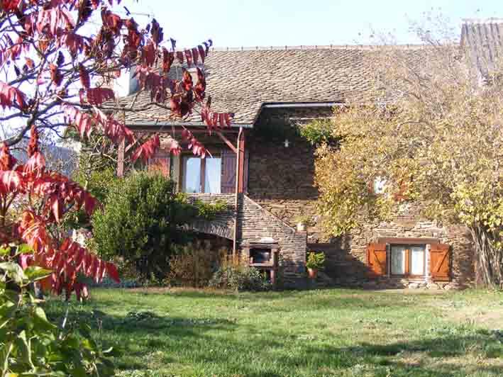Vue extérieure de la Fenial - Location de vacances - Sainte-Juliette-sur-Viaur