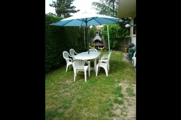 coin détente, barbecue - Location de vacances - Saint-Georges-de-Luzençon