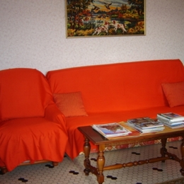 coin séjour clic clac - Location de vacances - Saint-Georges-de-Luzençon