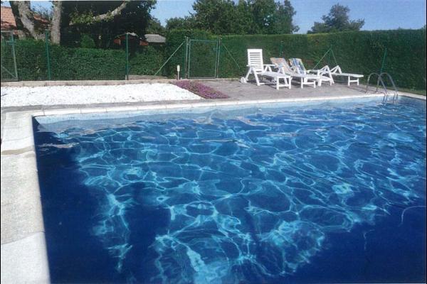 Piscine (commune avec les propriétaires) - Location de vacances - Millau