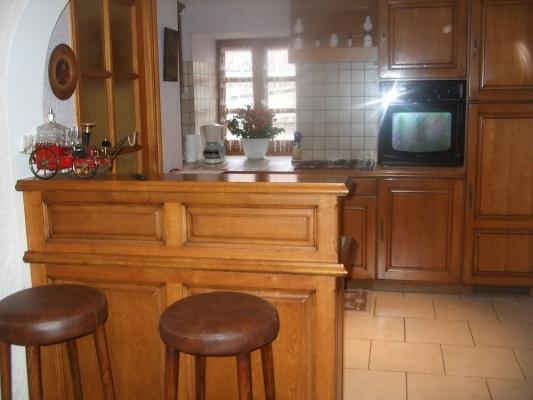 cuisine et son bar - Location de vacances - Castelnau-de-Mandailles