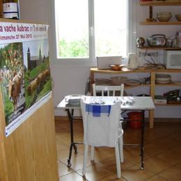 Cuisine, avec entrée sur véranda - Location de vacances - Laissac-Sévérac l'Eglise