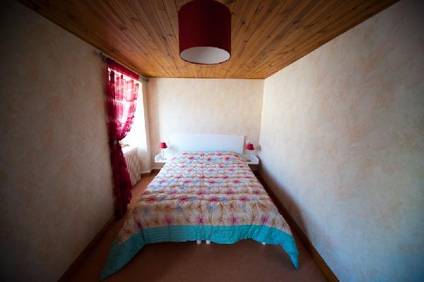 Chambre 1 (1er étage) - Location de vacances - Lacalm