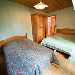 Chambre 3 (2ème étage) - Location de vacances - Lacalm