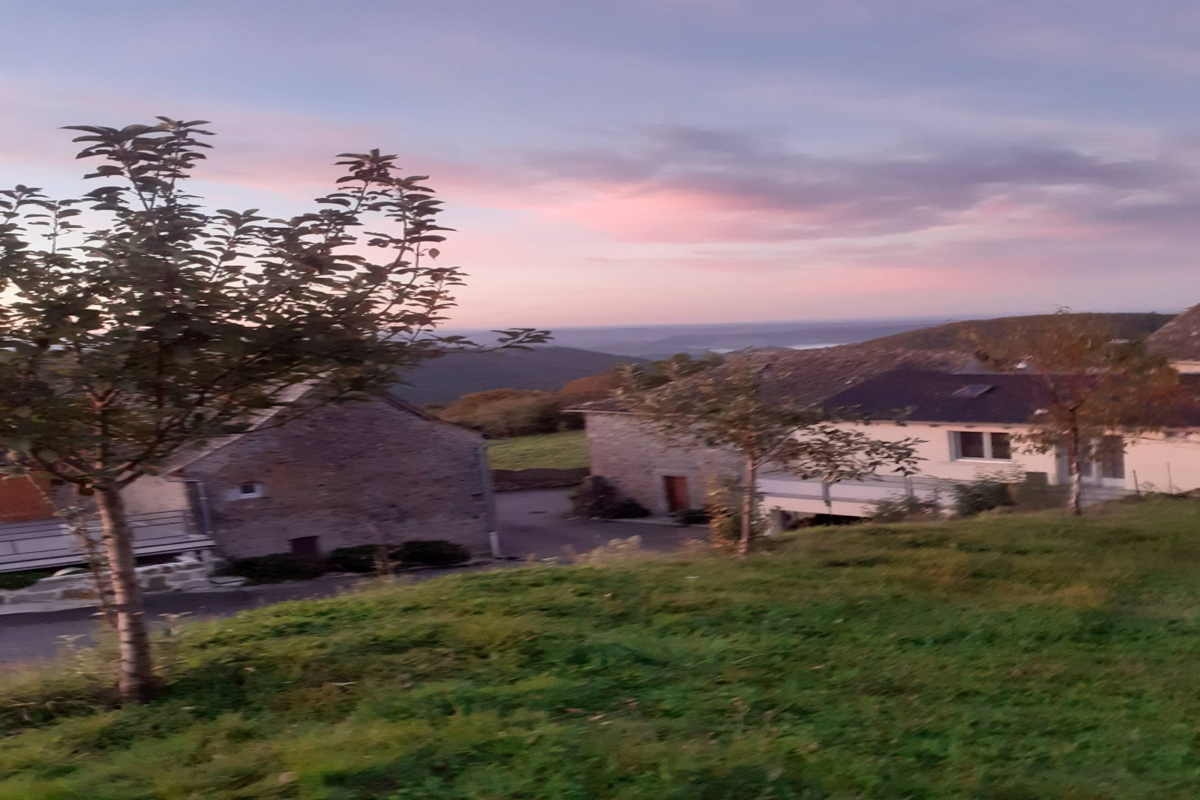 Gîte les Hauts d'Estaing, Vallée du Lot Chambre avec grand dressing  - Location de vacances - Estaing