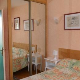 chambre parentale - Location de vacances - La Bastide-l'Évêque