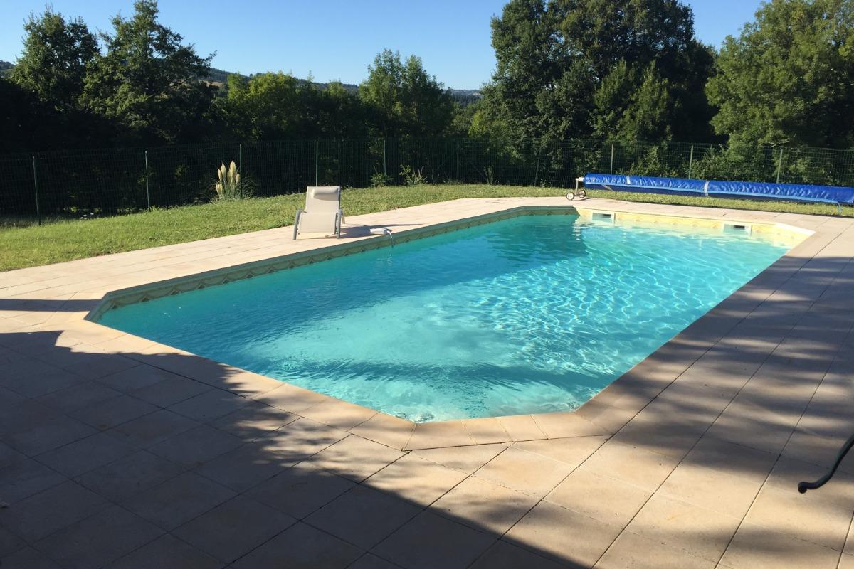 piscine sans vis à vis, vue panoramique sur la vallée de l'Aveyron  - Location de vacances - Saint-André-de-Najac
