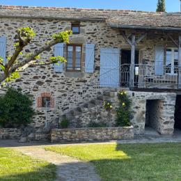 Vue du jardin batisse et dépendances  - Location de vacances - Saint-André-de-Najac