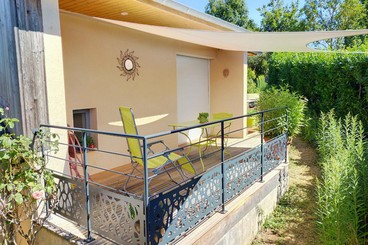 Terrasse plein sud - Location de vacances - Montrozier