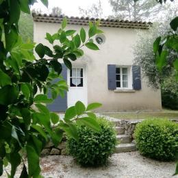 Le Mazet maison provençale indépendante 70 m2 , la Destrousse, piscine  - Location de vacances - La Destrousse