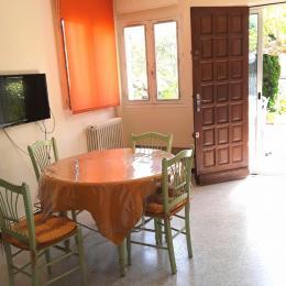 La salle à manger ouverte sur la terrasse  - Location de vacances - La Ciotat