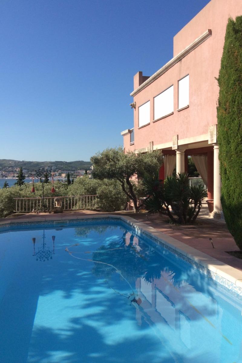 la maison avec piscine vue tang de berre et martigues location de vacances