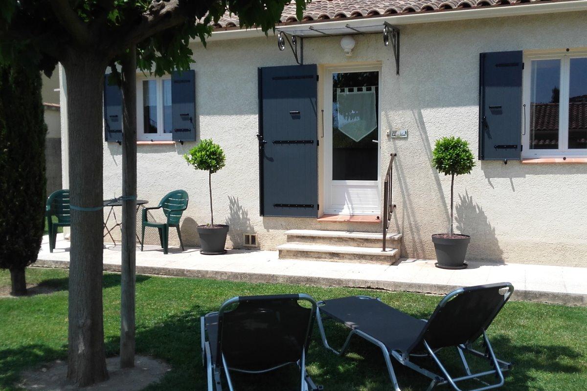 Les Muriers 2, gite  indépendant Lamanon- le jardin - Location de vacances - Lamanon