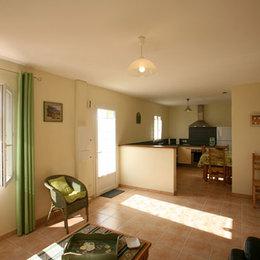 Les Muriers 2, gite  indépendant Lamanon- la pièce à vivre - Location de vacances - Lamanon