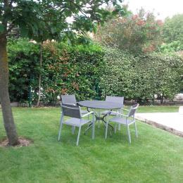 Gite indépendant Les Muriers Lamanon- le jardin - Location de vacances - Lamanon