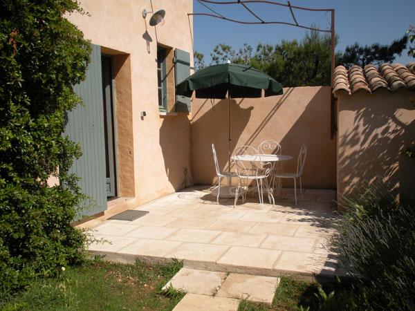La location avec sa terrasse privée - Location de vacances - Eygalières