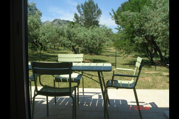 La terrasse et ses bains de soleil - Location de vacances - Eygalières