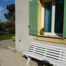 La terrasse, bains de soleil - Location de vacances - Eygalières
