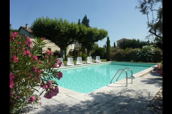 Le Mas des Cyprès   - Location de vacances - Saint-Andiol