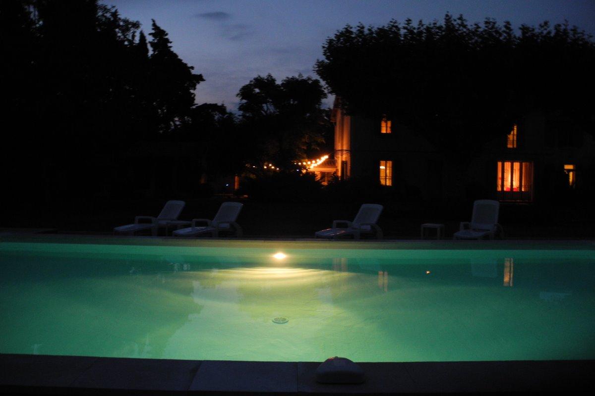 Le Mas le soir - Location de vacances - Saint-Andiol
