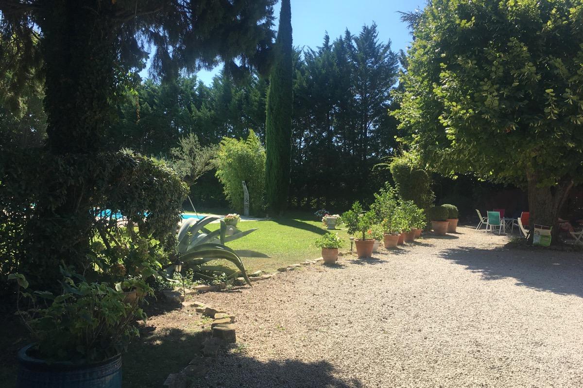 Studio indépendant,  chatâurenard - Mas de l'Ecureuil, jardin privatif - Location de vacances - Châteaurenard