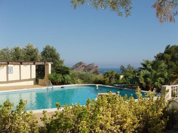 l'Escapade  maison indépendante 91 m2 vue mer 180° avec piscine piscine 9 x 12 avec vue panoramique sur la mer la Ciotat perspective mer vers le sud, depuis la piscine - Location de vacances - La Ciotat