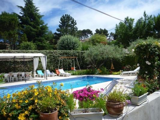 Piscine : vue Sud - Chambre d'hôtes - Saint-Savournin