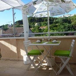 Petit déjeuner en terrasse - Chambre d'hôtes - Saint-Savournin