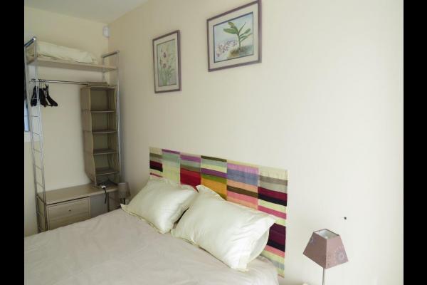 entre camargue et alpilles chambre d 39 h tes tout confort au calme dans quartier r sidentiel. Black Bedroom Furniture Sets. Home Design Ideas