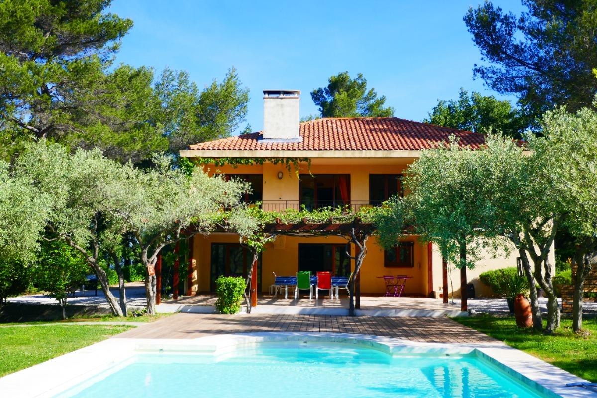 La Maison Et Sa Piscine Location De Vacances Simiane Collongue