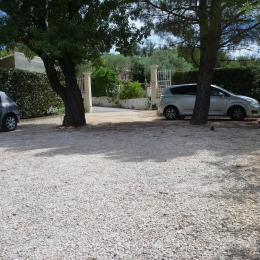parking privatif - Chambre d'hôtes - Saint-Savournin