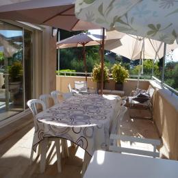 terrasse repas - Chambre d'hôtes - Saint-Savournin