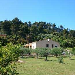 Le Cerisier, appartement 4 personnes plain pied maison, piscine, Orgon, le terrain clôturé  - Location de vacances - Orgon