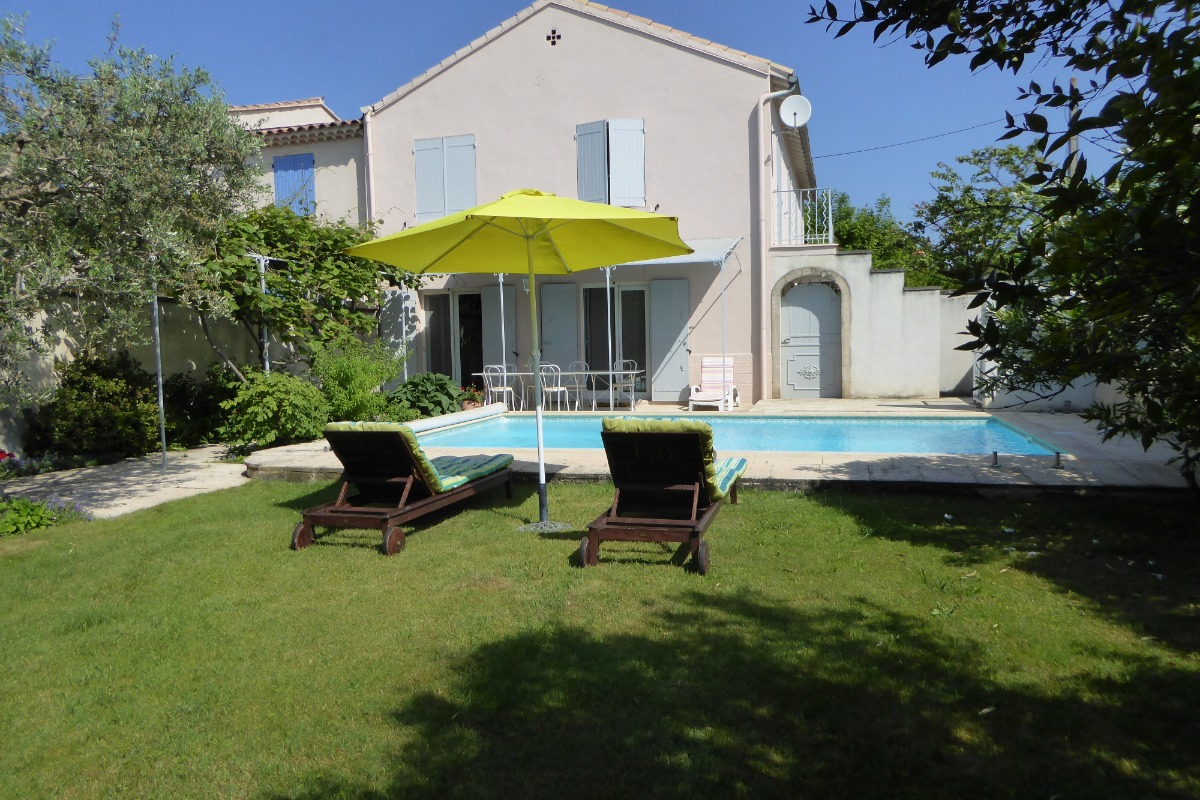 Le Pétoussin Mouriès Maison Indépendante Avec Piscine   Location De  Vacances   Mouriès