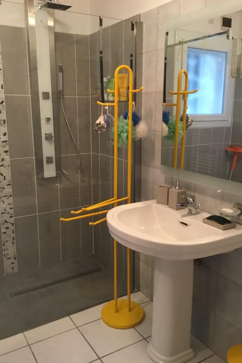 salle d'eau douche italienne - Chambre d'hôtes - Mouriès