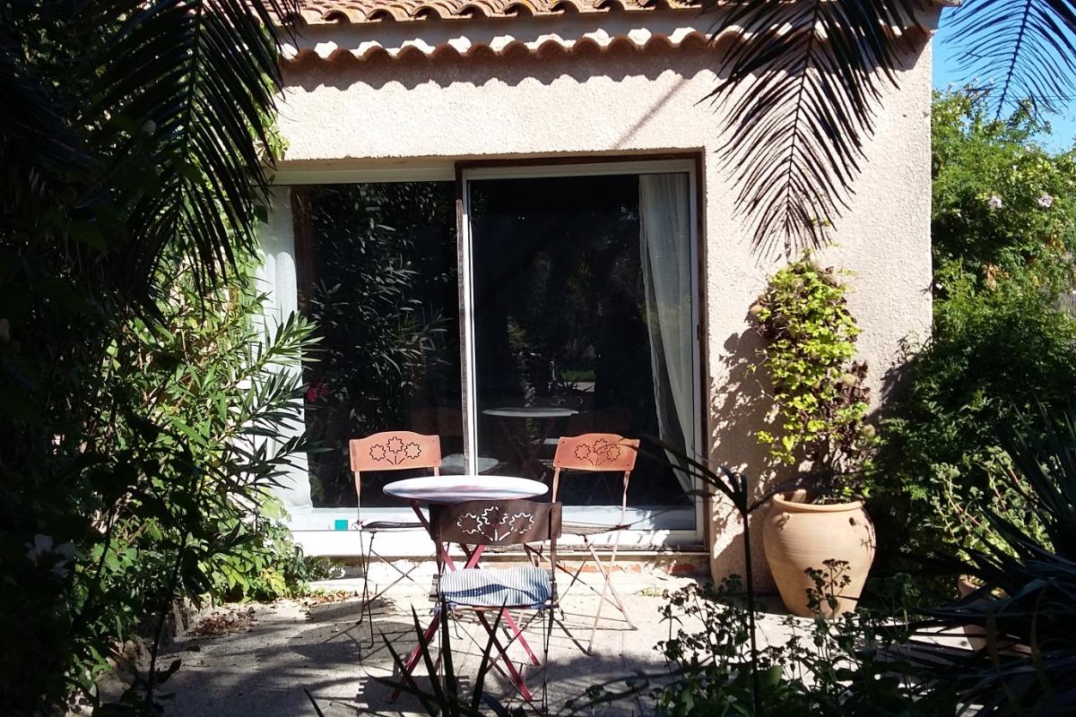 Une des petites terrasses - Location de vacances - Arles