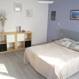 La chambre avec le lit deux places   - Location de vacances - Villers-sur-Mer