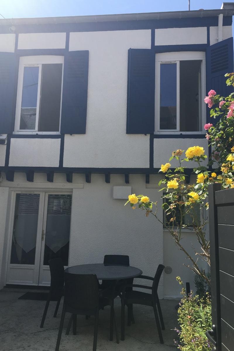 façade côté bleu - Location de vacances - Saint-Aubin-sur-Mer