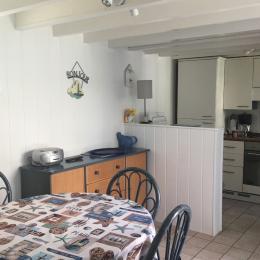salle -salon cuisine américaine - Location de vacances - Saint-Aubin-sur-Mer