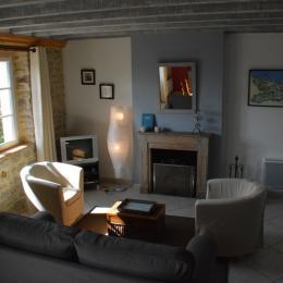 Côté salon cheminée Etable - Location de vacances - Crouay
