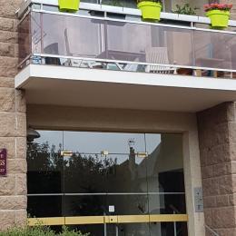entrée et balcon au dessus - Location de vacances - Ouistreham