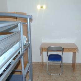 Chambre 2 : Lits  2x90 + 1x90 si besoin - Location de vacances - Bonneville-la-Louvet