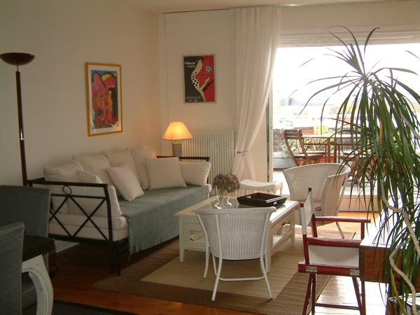 Le séjour et la terrasse - Location de vacances - Trouville-sur-Mer