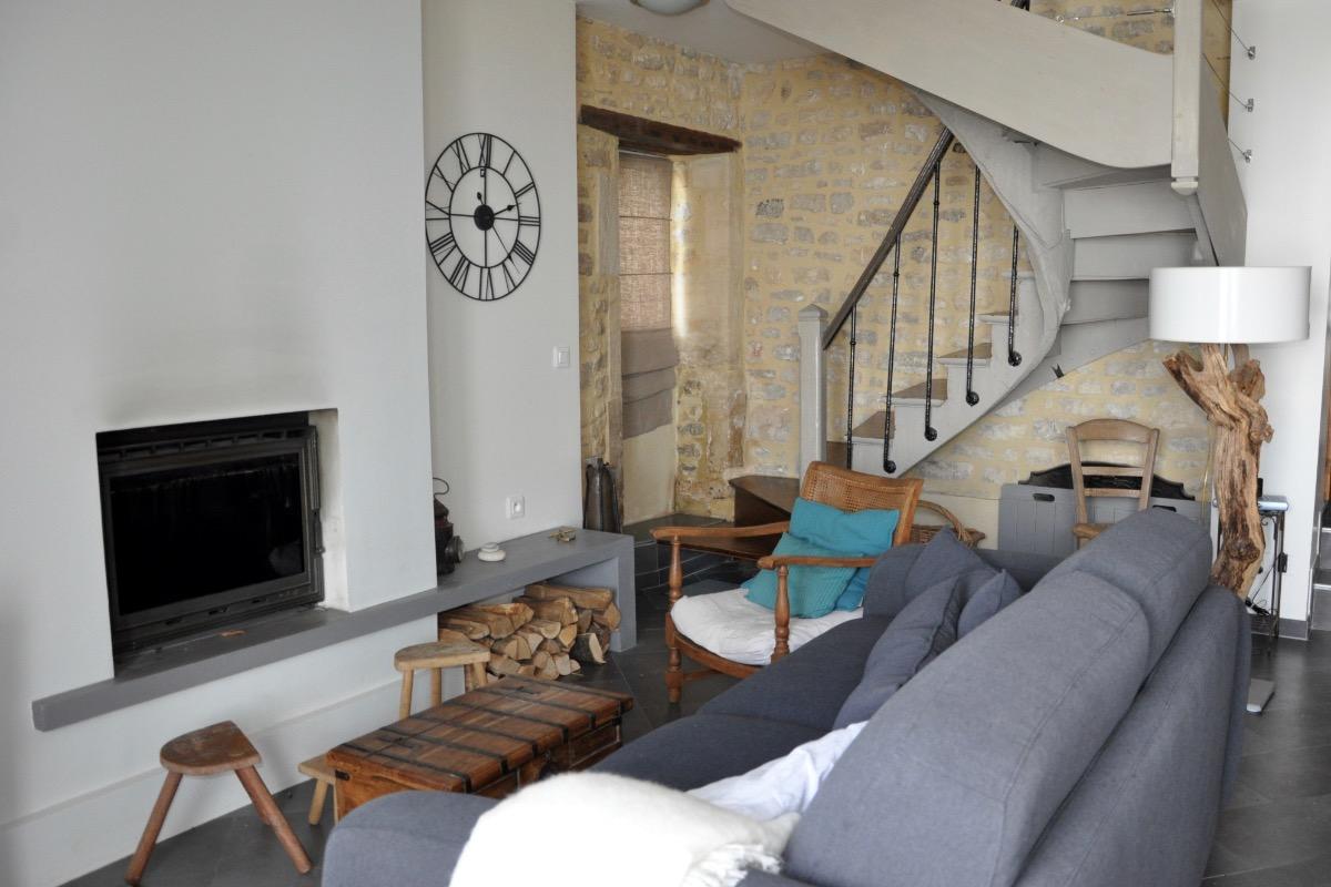 Salon avec cheminée (insert) - Location de vacances - Port-en-Bessin-Huppain
