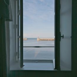 Vue mer depuis la pièce de vie et toutes les chambres - Location de vacances - Port-en-Bessin-Huppain