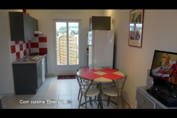 Coin cuisine - Location de vacances - Saint-Côme-de-Fresné