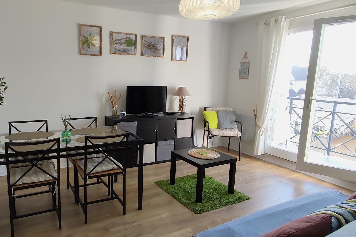 séjour salon avec balcon - Location de vacances - Ouistreham