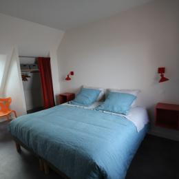 Chambre parents de l'étage, un lit ou deux x90 au choix à préciser puisque les lits sont faits à votre arrivée SAUF abs des loueurs... - Location de vacances - Langrune-sur-Mer