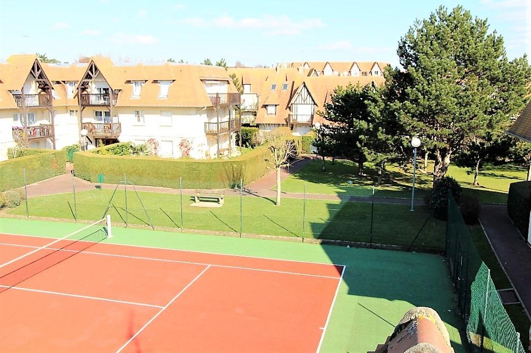 L'un des 2 tennis de la résidence. Une partie entre amis ? - Location de vacances - Deauville