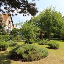 Une ballade dans le parc de la résidence Sévigné... - Location de vacances - Deauville
